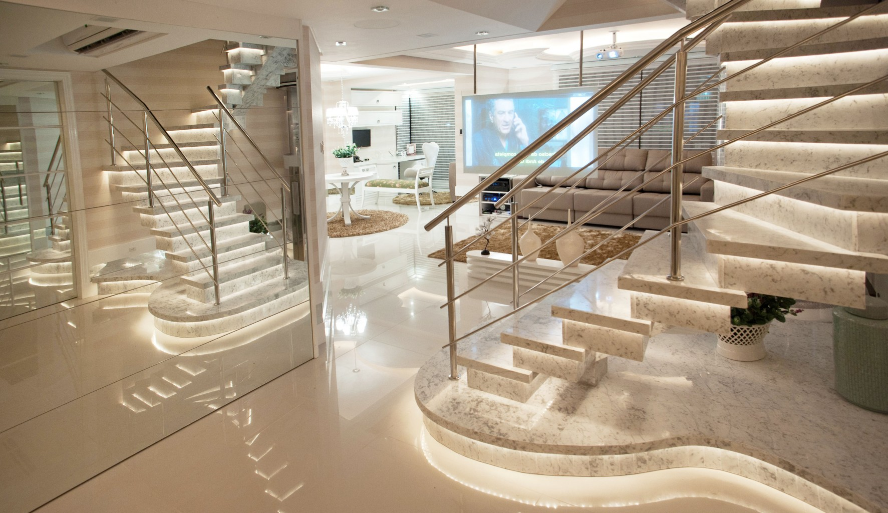 paulinho_peres_group_escada_marmore_travertino_romndo_luxo_iluminacao_led_design_arquitetura